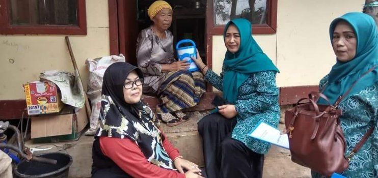 Camat Cimanggung Keliling Kampung Bagikan Rantang