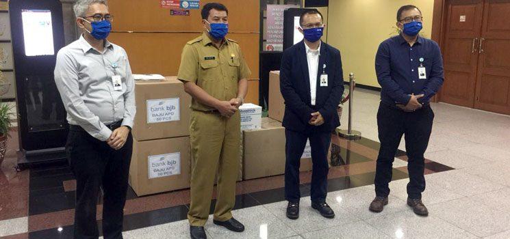 Percepat Penanganan COVID 19 bank bjb Serahkan 1.500 APD Kepada Pemkab Tangerang 1