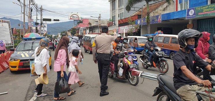 H 3 Lebaran Aparat Polres Sumedang Mulai Sibuk Mengurai Kemacetan