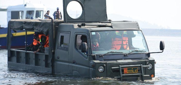 Kasdam III Siliwangi Uji Coba Truck Ampibi Bengpus