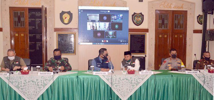 Pangdam III Siliwangi Bersama Kapolda dan Gubernur Jabar Adakan Rapat Evaluasi Gugus Tugas Covid 19 2