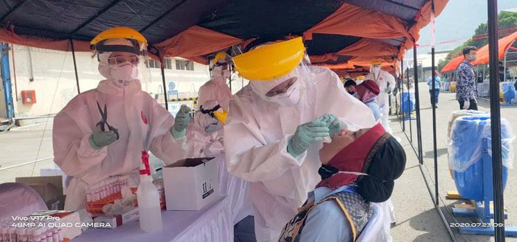 Ribuan Pekerja Pabrik di Kabupaten Sumedang Jalani Test SWAB Covid 19 2