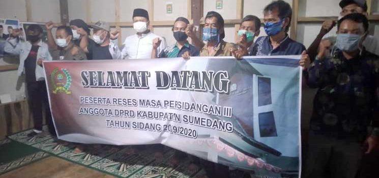 Wakil Ketua DPRD Sumedang Sosialisasikan Protokol Kesehatan Kepada Warga Dusun Ciasem