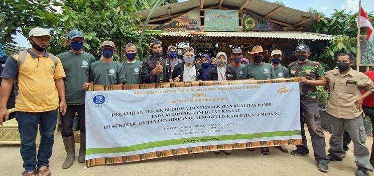 Tim PPM SITH ITB Latih Petani Sekitar Gunung Geulis Teknik Budidaya Bambu