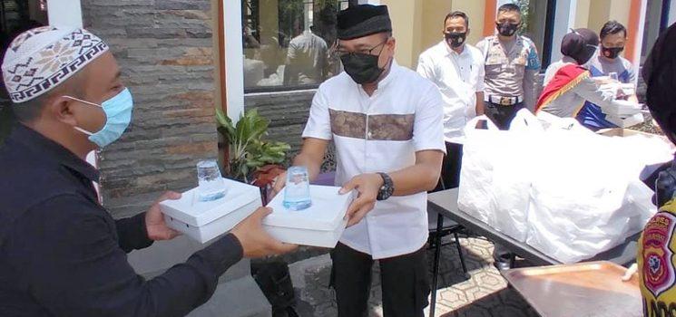 Usai Sholat Jumat Kapolres Sumedang Hadang Jemaah yang Keluar Masjid