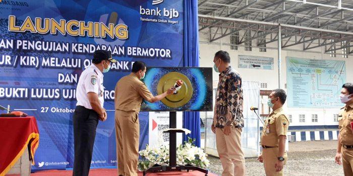 Bayar Uji KIR Dishub Sumedang Bersama bank bjb Luncurkan QRIS dan BLUE