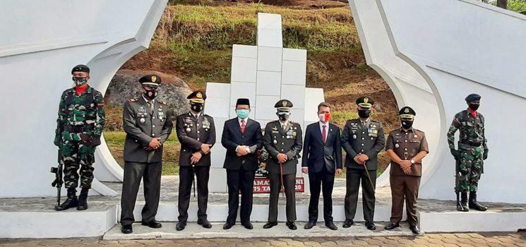 HUT TNI Ke 75 Kodim 0610 Sumedang Gelar Upacara Ziarah Nasional ke TMP Cimayor