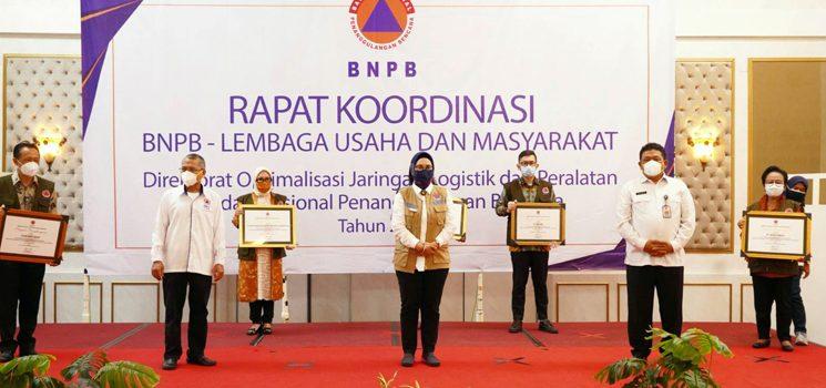 Proaktif Bantu Penanganan COVID 19 bank bjb Diganjar Penghargaan BNPB 2