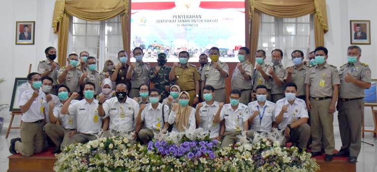5000 Sertifikat Tanah Program PTSL Diserahkan Kepada Warga Sumedang 2