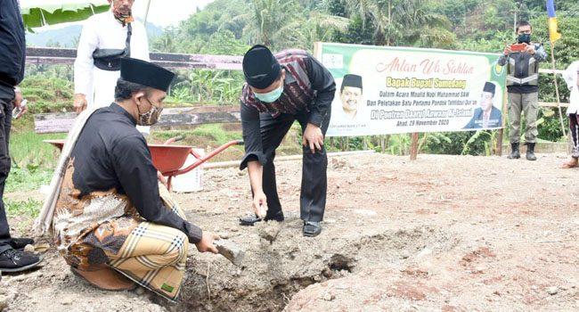 Bupati Sumedang Laksanakan Peletakan Batu Pertaman Pembangunan Ponpes Tahfidzul Quran Daarul Anwaar Al Islami