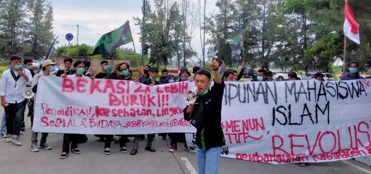 Demo Aksi Mahasiswa HMI Kab. Bekasi Hari Ini Diwarnai Kekecewaan 2