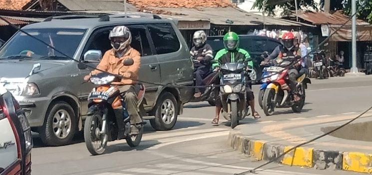 Kabel Listrik Hampir Putus di Jl Yos Sudarso Cikar