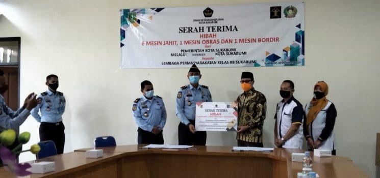 Pemkot Sukabumi Berikan Bantuan Hibah Alat Keteram