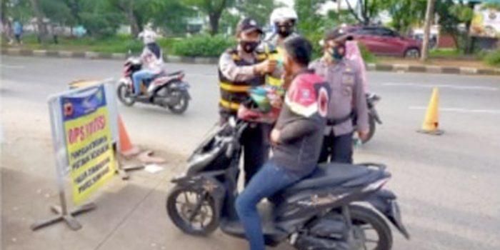 Polsek Cimanggung Kembali Melaksanakan Operasi Yustisi dan Pendisiplinan Protokol Kesehatan Copy
