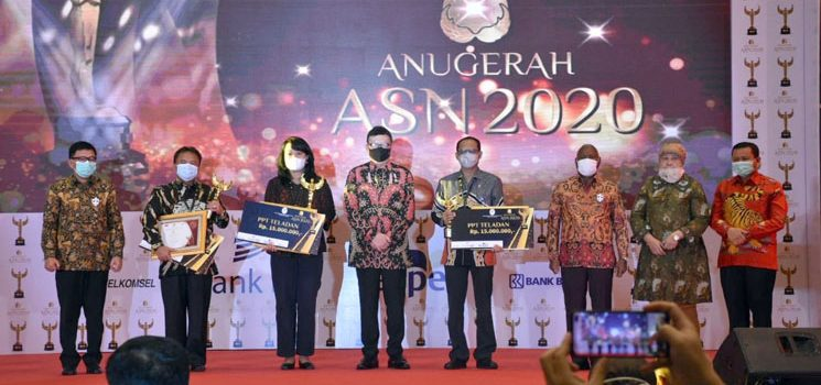 Sekda Kabupaten Sumedang Raih Anugrah ASN Award 2020 dari Kemenpan RB 1