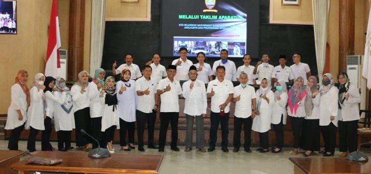 Sekretariat DPRD Kabupaten Sumedang Menggelar Taklim Aparatur