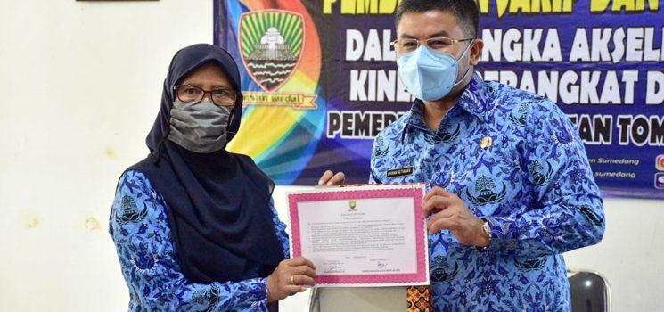 Wakil Bupati Sumedang Melaksanakan Pembinaan Peningkatan Kinerja Pegawai Kecamatan Tomo