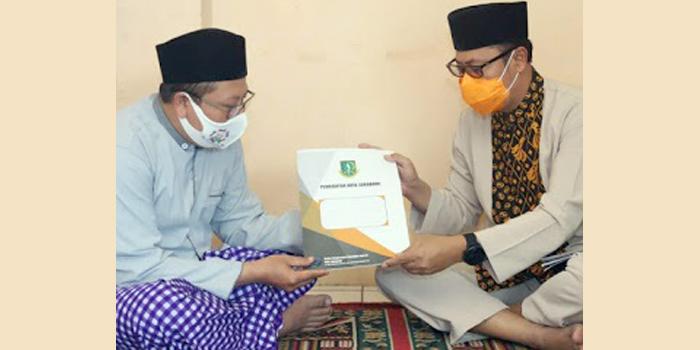 Wali Kota Sukabumi Salurkan Bantuan Kepada Ponpes di Cibeureum dan Baros
