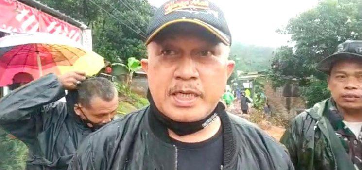 Camat Jatinangor Tinjau Lokasi Longsor di Dusun Calamkuning Cisempur