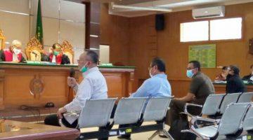 Dada Rosada Edi Siswadi Agus Slamet Firdaus dan Hermawan saat bersaksi di PN Tipikor Bandung Jalan LL RE Martadinata. FOTO DRY