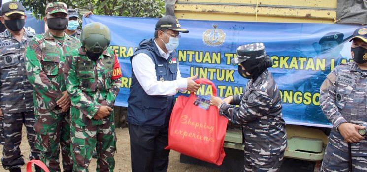 Diterima Wabup Sumedang Kepala Staf TNI AL Berikan Bantuan Kepada Korban Longsor Cimanggung