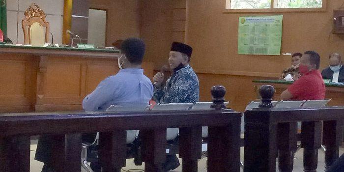 Erwan Setiawan Riantono dan Lia Noer Hambali di Ruang Sidang PN Tipikor Bandung Jalan LL RE Martadinata 512021. FOTO DRY