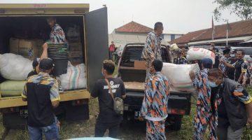 GMBI Sumedang Salurkan Bantuan Logistik Kepada Korban Bencana Longsor di Desa Cihanjuang