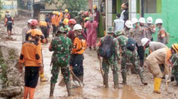 Kodim 0610Sumedang Terus Siagakan Personil di Posko Bencana Longsor Cimanggung