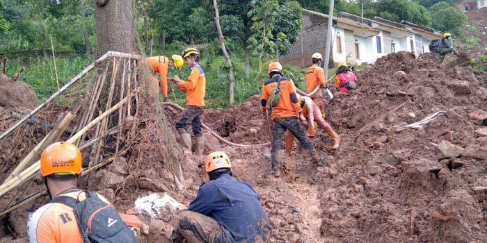 Korban Longsor Cimanggung 16 Meninggal 23 Orang Dalam Pencarian Tim SAR Gabungan 2
