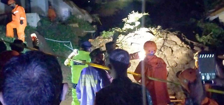 Longsor Cimanggung Rusak 14 Rumah dan 12 Orang Masih dalam Pencarian