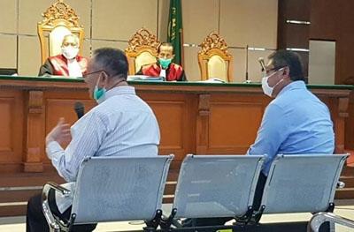 Mantan Wali Kota Bandung Dada Rosada di PN Tipikor Jalan LL RE Martadinata Selasa 19012021. Foto DRY