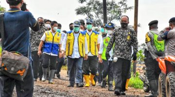 Pastikan Relokasi Aman Menteri PUPR Meninjau Langsung Lokasi Longsor di Desa Cihanjuang