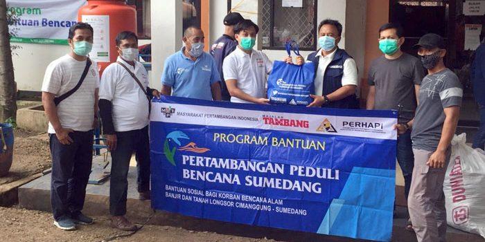Perhapi Sumedang Berikan Santunan 400 Paket Sembako dan Alat Kesehatan untuk Korban Bencana Longsor Cimanggung