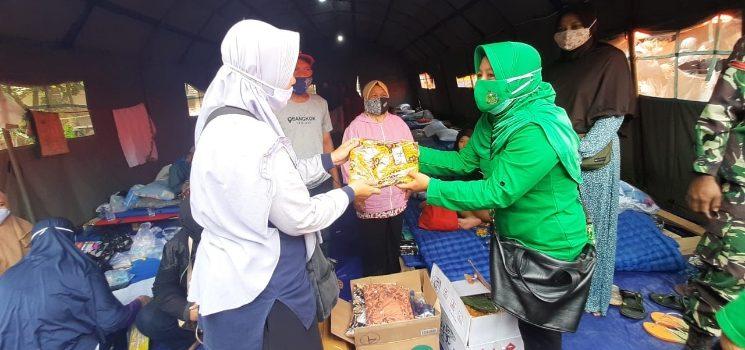 Persit KCK XXI Dim 0610 Bantu Kesulitan Warga Terd