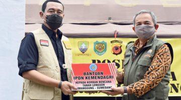 Selain Serahkan Bantuan IPDN Kemendagri Pinjamkan 2 Unit Mobil Ambulance untuk Bantu Mobilitas Penanganan Bencana Longsor Sumedang