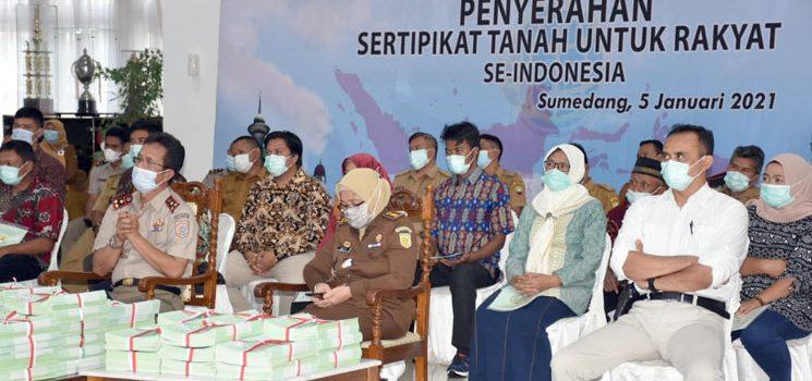 Termasuk Sumedang Presiden Jokowi Serahkan 584407 Sertifikat Tanah di 26 Provinsi