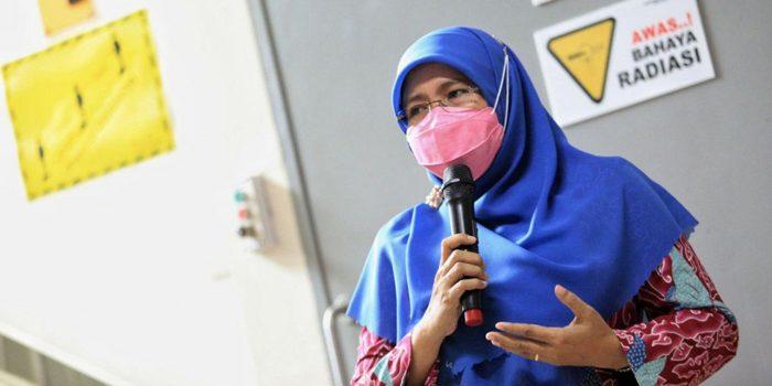 KETUA Yayasan Kanker Indonesia YKI Cabang Bandung Siti Muntamah