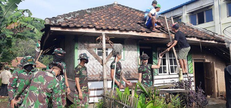 Anggota TNI Bongkar Rumah Tamim di Dusun Cilutung Ada Apa