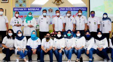 Rangkaian HPN 2021 PWI Kota Bandung Bagikan Ratusan Paket Sembako di Bandung Kidul 3