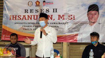 Reses Ihsanudin Dibanjiri Keluhan Pedagang Pasar Cikampek 1 1