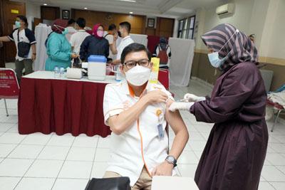 Tanggulangi Covid 19 12.000 Karyawan Pos Indonesia Menerima Vaksinasi 2