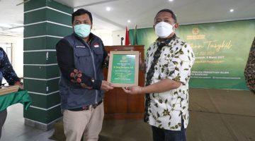 menghadiri pelantikan Pimpinan Daerah Pemuda Persis Kota Bandung di Aula Mesjid Al Ukhuwah