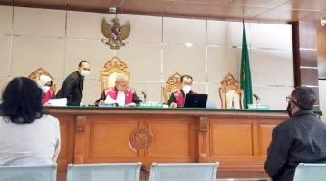 PPAT Jelly Nasseri dan Ahli Keuangan Negara Eko Sambodo di PN Tipikor Bandung Jalan LL RE Martadinata. foto Dry
