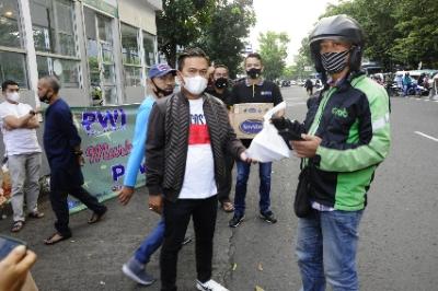 PWI dan IKWI Kota Bandung Kembali Gelar Baksos Ra