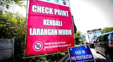 Hari Pertama Pelarangan Mudik Petugas Putar Balik Ratusan Kendaraan