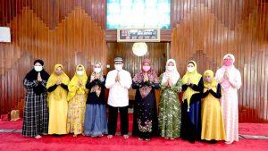 Masjid Husnul Khotimah Bagikan 6000 Paket Sembako