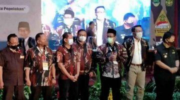 Gubernur Jabar Ridwan Kamil bersama Ketum AMS
