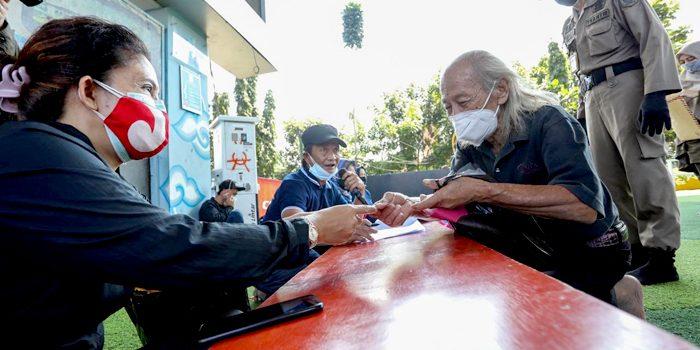 290 Warga Tamansari Terima Bansos PPKM Darurat