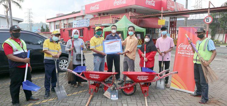 CCEP Indonesia Dukung Lingkungan Bersih Warga Sekitar Pabrik Sumedang 2