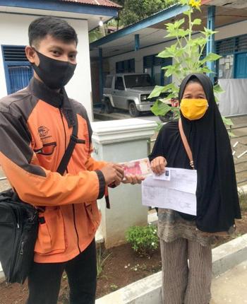Pos Indonesia Bantu Distribusikan Bansos Tunai Kepada Warga Terdampak Covid 19 1